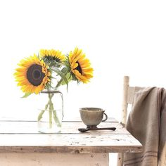 Totally my style! Sunflower Patch, Sunflower Garden, Sunflower Fields, Happy Flowers, Pretty Flowers, Colorful Flowers, Flower Names, My Flower, Rose Cottage