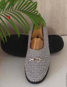 Обувь ручной работы. Мастер-класс Crochet Shoes Pattern, Crochet Boots, Shoe Pattern, Crochet Slippers, Crochet Flip Flops, Spring Boots, How To Purl Knit, How To Make Shoes, Flip Flop Shoes