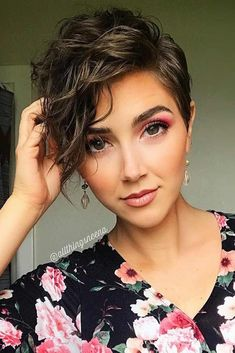 Want to style short wavy hair like a pro? Don't pass by this useful post! Some useful tips & inspiring ideas are here for you to find the best wavy hairdo. 21 Handy Styling Ways For Short Wavy Hair To Make Everyone Envy Short Shag Haircuts, Haircut Short, Punk Pixie Haircut, Haircut Bob, Pixie Haircut Styles, Curly Pixie Hairstyles, Pixie Cut Styles, Hairstyles With Bangs, Layered Hairstyles