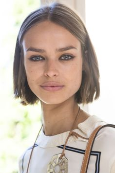 13 Fresh Hair Colors to Show Your Stylist This Spring - Cheveux 2019 Spring Hairstyles, Trendy Hairstyles, Bob Hairstyles, Italian Hairstyles, Fashion Hairstyles, 2018 Hair Color Trends, Hair Trends, Very Long Bob, Chin Length Hair
