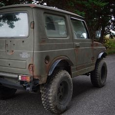 MasayaさんはInstagramを利用しています:「. 初めてのサビ塗装(・∀・)ノ いきなり車 塗ってやったw . 青空ジムニー2週間でBye🙋 . 錆に合う戦車カラーを選定。 今度は、大大大満足( ̄ー ̄)‼️ . #錆塗装 #サビ塗装 #初挑戦 #paint #オールペン #全塗装 #エイジング加工 #ビンテージ…」 Jimny Suzuki, Grand Vitara, Mini Trucks, Custom Cars, Cars And Motorcycles, Recreational Vehicles, Samurai, Automobile, Bike
