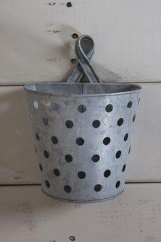 Metal basket for organizing