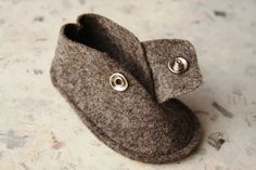 Items similar to BABY SHOES Boy and Girl - Newborn also available - Nature Beige Wool Felt shoes on Etsy Felt Baby Shoes, Baby Boy Shoes, Baby Boots, Kid Shoes, Baby Shoes Pattern, Baby Slippers, Creation Couture, Baby Outfits, Baby Sewing