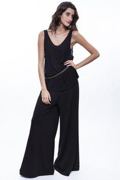 Camiseta preta + Pantalona preta   http://mhostore.com/