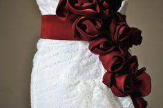 Andreina, particolare della cintura con rose in cady, abito Favole di Seta Sartoria Torino