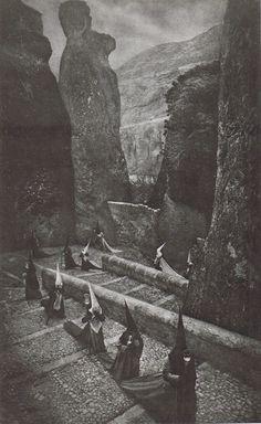 Penitentes en Cuenca (Penitents in Cuenca)by José Ortiz Echagüe, 1940.