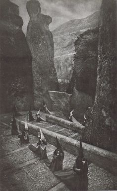 Penitentes en Cuenca - by José Ortiz Echagüe 1940