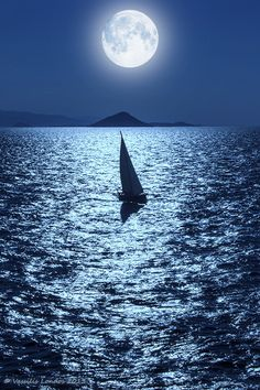 Moon light shining down on boat in the ocean Moon Photos, Moon Pictures, Beautiful Moon, Beautiful World, Sun Moon, Stars And Moon, Moon Shine, Moon Sea, Stars Night