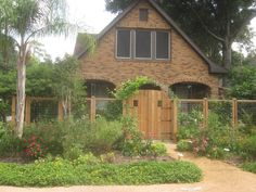 Here are three beautiful examples of bungalow cottage gardens found here in the Houston Heights area. Cottage gardens are filled with bloomi. Bungalow Landscaping, Driveway Landscaping, Backyard Fences, Landscaping Ideas, Patio Trellis, Arbors Trellis, Front Path, Front Entry, Farm Gate
