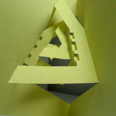 Dobleces diagonales al eje de simetría, niveles de volumen