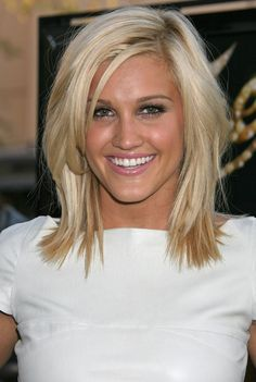 Medium Layered Hair. Cute, sassy and very blonde