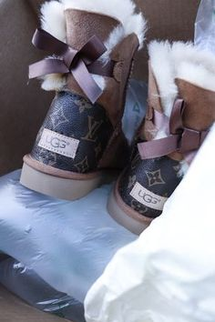 Please choose a solid size meaning no half sizes Ugs do no run half sizes Unfortunately Shipping takes weeks to ship Ugg Boots Outfit, Ugg Style Boots, Lv Boots, Gucci Boots, Custom Uggs, Custom Shoes, Shearling Boots, Leather Boots, Vegan Boots