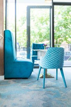 Proiect Showroom Kardinale, realizat de Carpet&More. Descopera portofoliul nostru! #design #blueroom #fullblue #colouredroom #Carpet&More Cozy Furniture, Showroom, Dining Chairs, Design, Home Decor, Decoration Home, Room Decor, Dining Chair