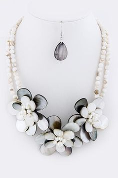 BLACK AND WHITE FLORAL PEARL BEAD NECKLACE SET bozzdiva.com