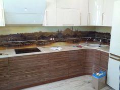 Данный проект выполнен силами нашей компании в 2016г. Стеклянный фартук на кухню. На стекло нанесен рисунок по проекту и пожеланиям клиента. Стекло осветленное. Технология нанесения рисунка-УФ Печать.Проект реализован в г. Москва