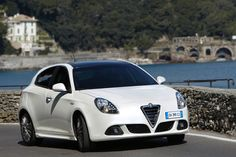 Alfa Romeo Giulietta, Car Hd, Suv Trucks, Automotive Group, New Engine, Car Wallpapers, Hd Wallpaper, Automatic Transmission, Car Pictures