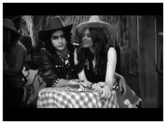 OMG!! How adorable and cute Beck and Tori are in their cowboy and cowgirl hats!!! I love this Bori photo!!!