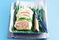 Sýrová roláda Savoury Cake, Sushi, Favorite Recipes, Cooking, Ethnic Recipes, Food, Cakes, Kitchen, Cake Makers