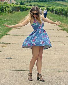 The Small Noble: KREISE ZIEHEN  Dress: NEW YORKER  Schuhe: TAMARIS Sonnenbrille: H&M