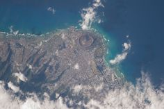 "ISS043E249688 (04/24/2015) --- This picture of Hawaii was tweeted out by NASA astronaut Scott Kelly on the International Space Station with this comment: ""Just flew over you #Honolulu #Hawaii. Happy #MemorialDay! #YearInSpace ""."