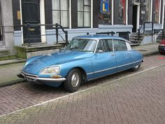 """So. French is the language of love (and lust), right? Well, then, naturally 'Citroen DS' must translate to """"Phwoarrr"""""""