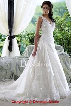 2013 Luxurious Satin and Lace Dresses for Celebrities Wedding with Illusion V Neckline