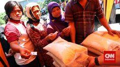 enteri-menteri dalam Kabinet Kerja Pemerintahan Joko Widodo (Jokowi) masih belum satu suara terkait kelanjutan program beras untuk rakyat miskin (raskin). Pada 13 Februari 2015, Menteri Keuangan Bambang P.S. Brodjonegoromenyatakan pemerintah akan segera menghapus pemberian subsidi pangan dalam bentuk beras. Menurut Bambang ketika itu, jika pemerintah ingin mendukung ketersediaan beras bagi keluarga miskin maka yang lebih…