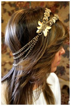 Awesome headband :) maybe one day when I feel like doing my hair ill make one like this!!