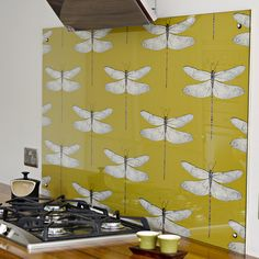 DIY Splashback with wallpaper. Create a statement piece with a designer wallpaper splashback in your kitchen. Easy to change when you fancy something different. Diy Wallpaper, Kitchen Design Diy, Home Diy, Kitchen Splashback, Splashback, Kitchen Wallpaper, Backsplash Wallpaper, Home Decor, Kitchen Diy Makeover