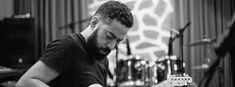 Trip-Hop e dreampop influenciam Pacífico, primeiro disco solo de Salomão Terra. Omulti-instrumentista mineiro Salomão Terra, lançou em abril de 2016 seu pr