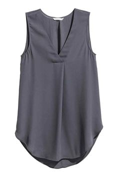 Gently flared, sleeveless blouse in airy crêpe with a V-neck with a pleat centre front and a rounded hem. Slightly longer at the back. The blouse is made pa Looks Plus Size, Kurti Designs Party Wear, Stylish Dress Designs, Sleeveless Blouse, Grey Blouse, Dress Patterns, Blouses For Women, Plus Size Fashion, Blazer Outfits