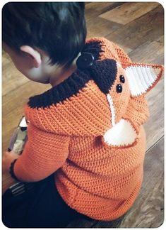 Häkle jetzt für Dein Kind /// Enkelkind eine wunderbar kuschelige Jacke mit Fuchsmotiv und Fuchskapuze. Das wird bestimmt die neue Lieblingsjacke. Probiers jetzt aus.