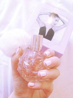 Ari by Ariana grande Ariana Grande Fragrance, Ariana Merch, Chloe Perfume, Ariana Grande Fans, Dangerous Woman, Smell Good, Girly Things, Girly Stuff, Girly Girl