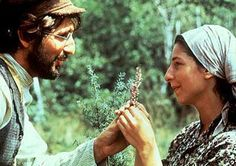 Maybe the most rapturous lovers in movie musical history: Leonard Frey (Motel) and Rosalind Harris (Tzeitel) in FIDDLER ON THE ROOF. Old Movies, Great Movies, Love Movie, Movie Tv, Movie Songs, Movies Showing, Movies And Tv Shows, Norman Jewison, Fiddler On The Roof