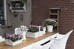 garden table flowers in pink 4