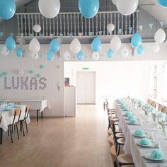 inspiration til drengedåb med den lækreste candybar Christening Table Decorations, Ballon Decorations, Boy Baptism, Ideas Para Fiestas, Party Items, Holidays And Events, Kids And Parenting, Party Planning, Table Settings