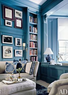 love this blue color! Blue and White rooms by Architectural Digest Blue Rooms, White Rooms, Blue Walls, White Walls, Dark Walls, Architectural Digest, Painted Bookshelves, Bookcases, White Bookshelves