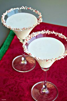 Non-Alcoholic Christmas Drink: White Chocolate Peppermint Mocktini