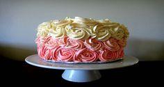 É possível fazer coberturas em cores pastéis sem corante e ainda saborizadas. Como? Entre e confira. Você não sabe o que está perdendo! INGREDIENTES 1 lata