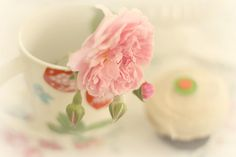 Roses and Sprinkle cupcakes | Flickr - Photo Sharing!