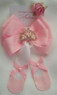 Best 12 ballerina would make a great birthday party invitation – SkillOfKing. Ribbon Hair Bows, Diy Hair Bows, Diy Bow, Diy Ribbon, Ribbon Crafts, Princess Hair Bows, Baby Girl Birthday, Birthday Ideas, Princess Hairstyles