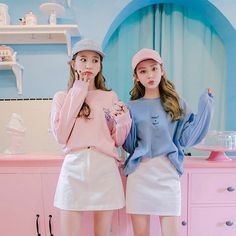 Uploaded by jana. Find images and videos about girl, fashion and cute on We Heart It - the app to get lost in what you love. Korean Girl Fashion, Ulzzang Fashion, Korea Fashion, Ulzzang Girl, Cute Fashion, Asian Fashion, Couple Outfits, Girl Outfits, Matching Outfits Best Friend