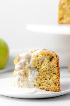 To celebrate St. Patrick's Day, we're simplifying a traditional Irish Apple Cake with Custard Sauce, and packing it with protein. Click through for the details! #proteincake #irishdessert #glutenfreecake #applecake Banana Walnut Cake, Carrot Banana Cake, Carrot Spice Cake, Sugar Free Frosting, Frosting Recipes, Chocolate Chip Cupcakes, Chocolate Muffins, Irish Apple Cake, Custard Sauce