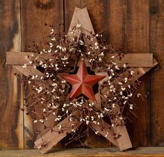 New-Primitive-Country-Wood-RUSTY-BARN-STAR-BERRY-WREATH-Burgundy-Cream-Berries
