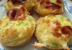 Egg Muffins Spray a cupcake pan with non-stick spray Fill each cup with your favorite ingredients, ham & broccoli, chicken & carrots, . Healthy Breakfast On The Go, Eat Breakfast, Breakfast Recipes, Snack Recipes, Cooking Recipes, Breakfast Muffins, Group Breakfast, Fodmap Breakfast, Homemade Breakfast