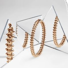 Pushing the limits of the Maison's historic codes – the stud, clou de paris and beads – Clash de Cartier is a highly complex feat of craftsmanship. Cartier Bracelet, Jewelry Photography, Product Photography, Jewelry Crafts, Jewelry Collection, Jewelery, Jewelry Accessories, Creations, Jewelry Making