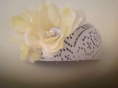 Sogni d'Arte di Adalgisa_ calotta in pizzo bianco e fiore