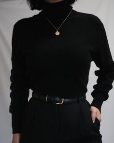 The most classic colo… Absolutely gorgeous noir pure cashmere turtleneck sweater. The most classic color and ultra luxe fabric. Retro Outfits, Cute Casual Outfits, Fall Outfits, Vintage Outfits, Hipster Outfits, Vintage Hats, Look Fashion, Korean Fashion, Fashion Outfits