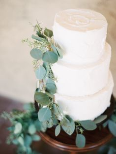 Photography: Winsome And Wright - winsomeandwright.com/ Wedding Dress: Daalarna - www.daalarna.hu/ Floral Design: Hana Style Designs - http://www.stylemepretty.com/portfolio/hana-style-designs Read More on SMP: http://www.stylemepretty.com/2015/09/09//