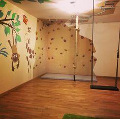 Kinderzimmer Dschungel Kletterwand Schaukel Kletterseil Wandgestaltung Farben Caparol Hangelgriffe Climbing Climb Playroom Kinder Kids